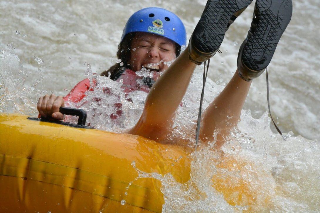Tubing en aguas rápidas le da la libertad de ir por donde el río le lleve